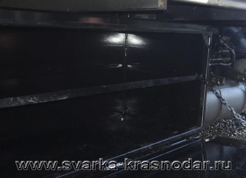 Инструментальный ящик для грузового автомобиля